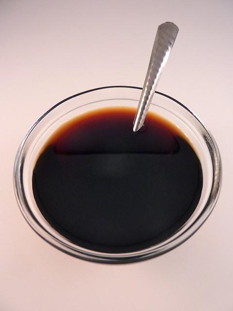 CEI – Líquido marrón oscuro, agridulce, muy salado y muy alejado de su origen, ¿qué es?