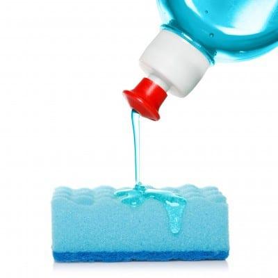 Cómo nos intoxicanlos productos de cosmética y limpieza del hogar