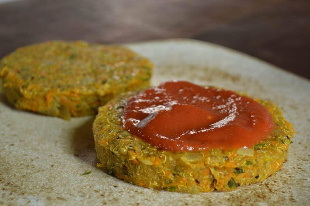 Hamburguesas de quinoa con ketchup fermentado