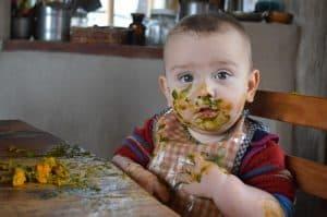 Julián comiendo 1
