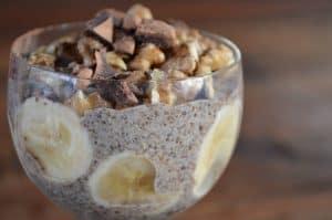 Parfait de banana, cacao y chía