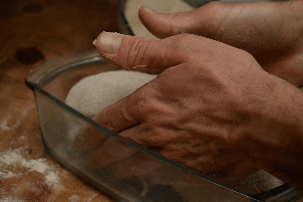 Poniendo pan en molde 2