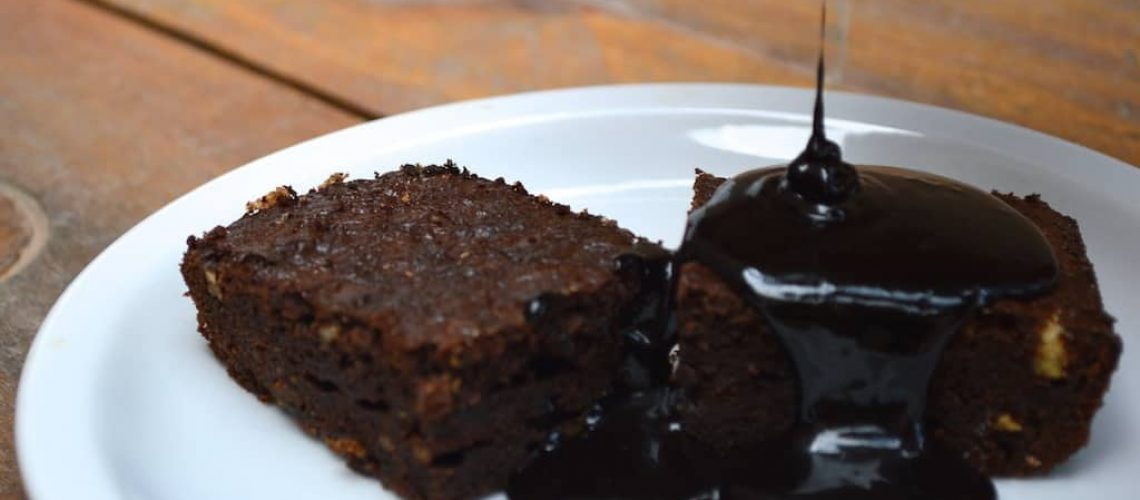 Brownies con salsa chocolate