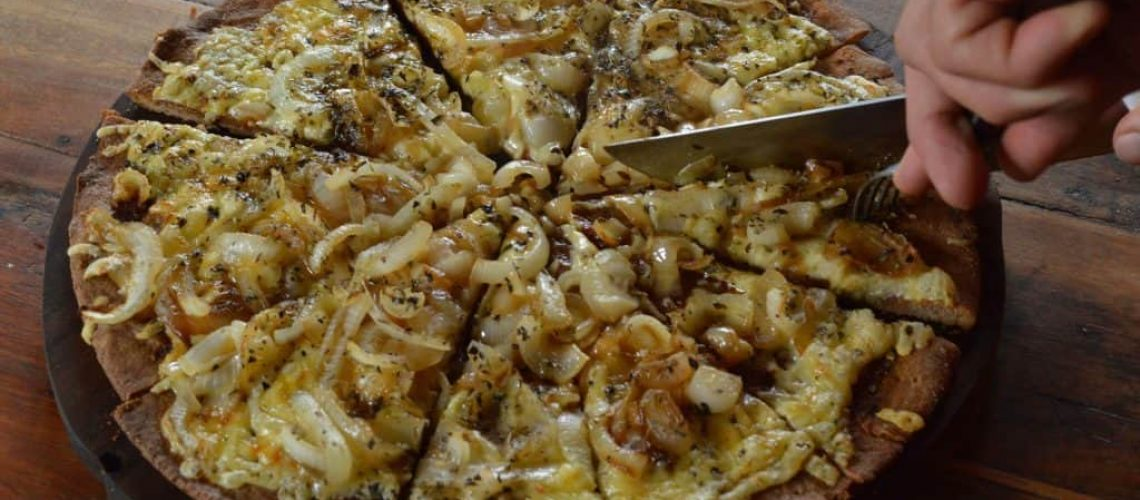 Pizza masa madre y cebolla