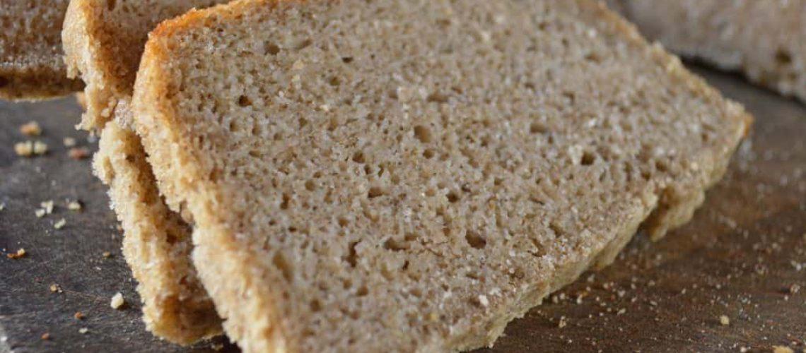 Rodajas de pan de masa madre de arroz de cerca