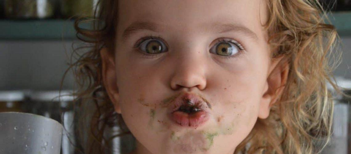 Violeta graciosa comiendo
